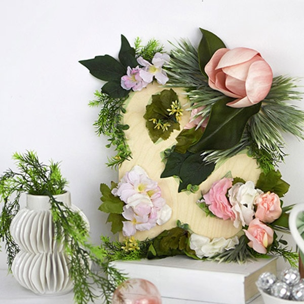 Flower Ampersand Sign