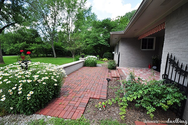 Be inspired by this Adorable Midwest Front Patio Open House! delineateyourdwelling.com #Midwestfrontpatio