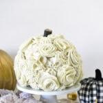 Create a gorgeous Floral Felt DIY Pumpkin this autumn season! Delineate Your Dwelling #fallpumpkin #fallfeltcrafts