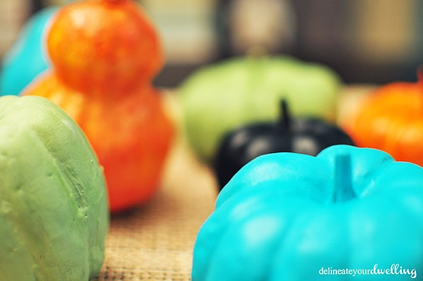 See how to make Kid Friendly Colored Pumpkins this fall and autumn season! Delineate Your Dwelling #pumpkindecor #kidfriendlyfall