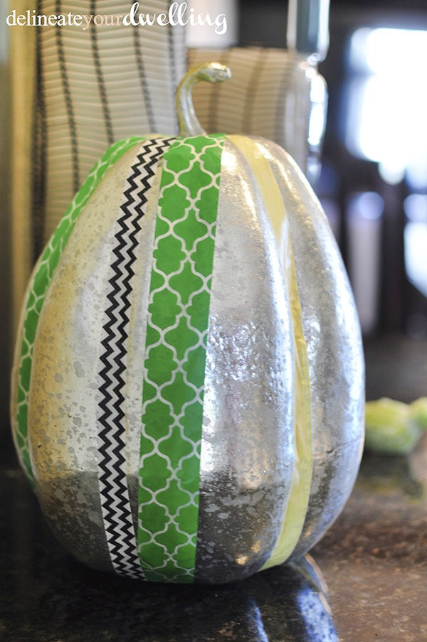 See how to create Washi Tape Pumpkins, a quick pumpkin craft ever! Delineate Your Dwelling