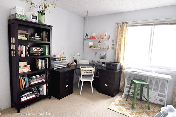 See the amazing Guest room and Office combo makeover REVEAL! Delineate Your Dwelling #craftroom #guestroom