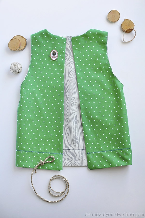 Learn how to sew a VERY simple Dress-up Camping Vest for kids. It's easier than you think to make and so fun to play make believe with!  Great for imaginative play for years to come. Delineate Your Dwelling