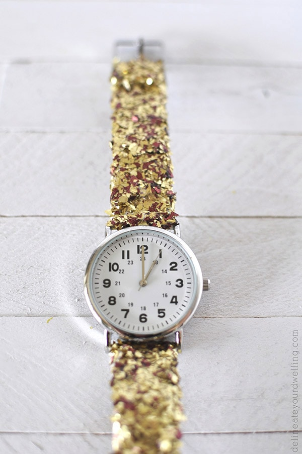 Learn how to make an Easy DIY Glitter Watch.  It is the perfect simple craft project you can make for a gift idea or just a fun night on the town. Delineate Your Dwelling #DIYwatch #glitterwatch
