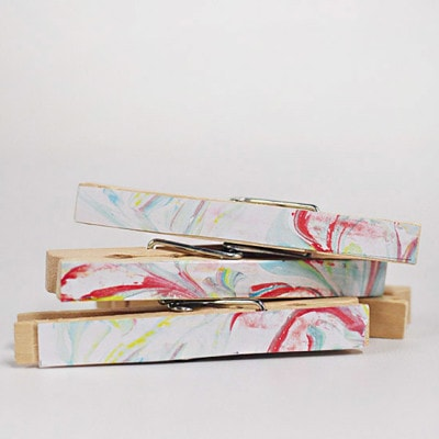 1 DIY Marbled Clothes Pins
