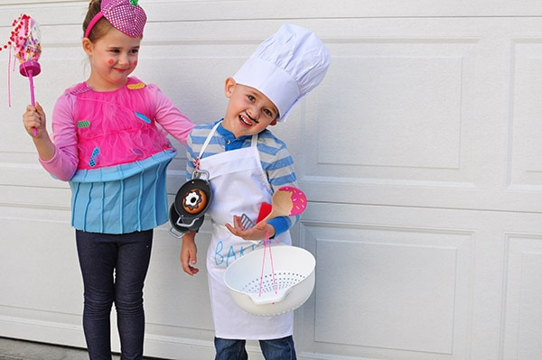 Learn how to make a customized store bought Baker Costume and DIY Cupcake Costume for your children this Halloween season.  It is also perfect for playing dress-up play after the holiday is over! Delineate Your Dwelling #Bakercostume #Cupcakecostume #kidshalloweencostume