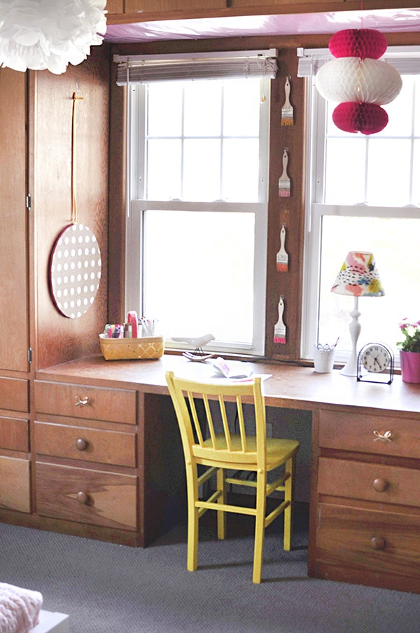 Little Girl built-in Desk Bedroom