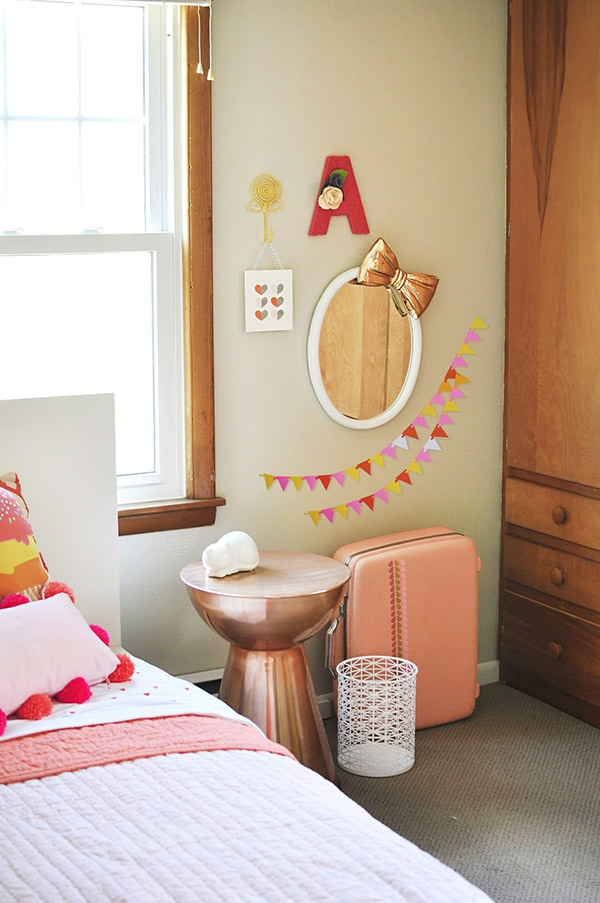 Even if you live in a Rental House, you can still make your home beautiful with a fun bedroom design! Check out how to Personalize a Little Girl's Bedroom with fun simple ideas. Delineate Your Dwelling #rentalhouse #littlegirlsbedroom #rentalbedroom #girlroom