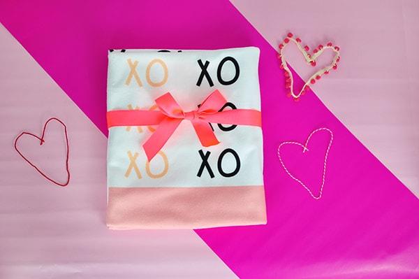 Custom Vday XO Blanket
