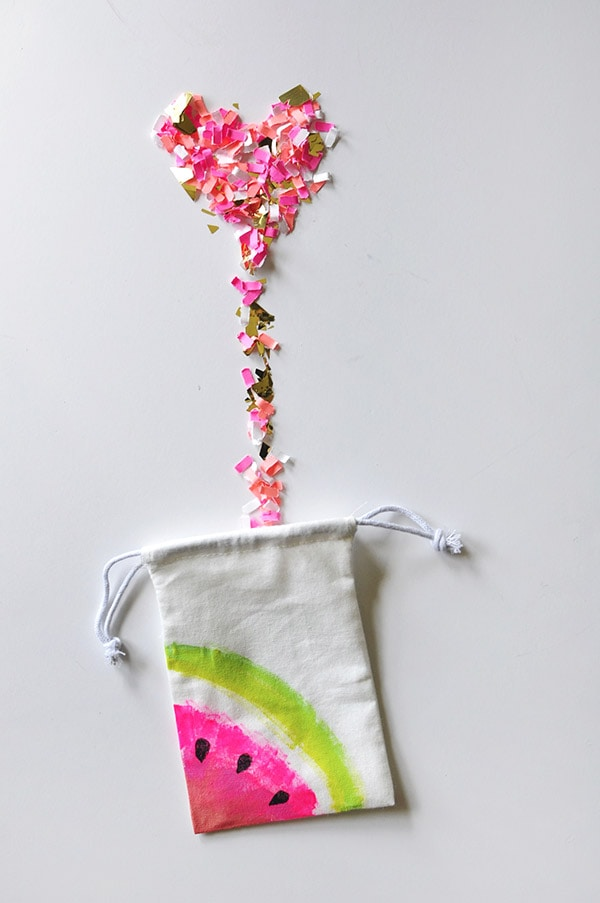 Make colorful painted Mini Watermelon Fruit Canvas Bags! They are the perfect thing to hold a few special treats and make great gifts. Delineate Your Dwelling #minicanvasbag #paintedwatermelon #watermelonbag #summercraft #craftwatermelon