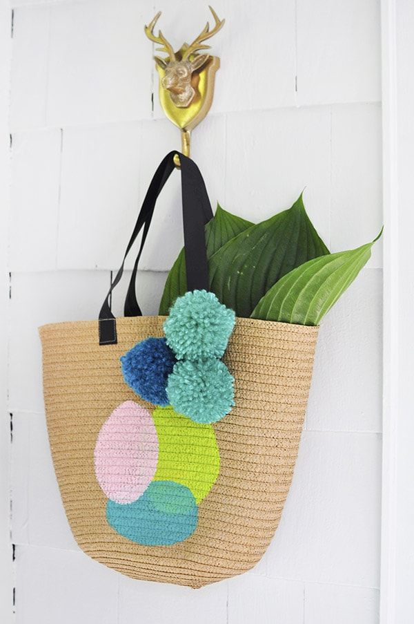 Learn how to create a fun DIY Painted Tote bag to carry around all your goodies this summer. Check out this simple acrylic paint on tote bag technique for a quick craft project. Delineate Your Dwelling #painttote #paintedtotebag