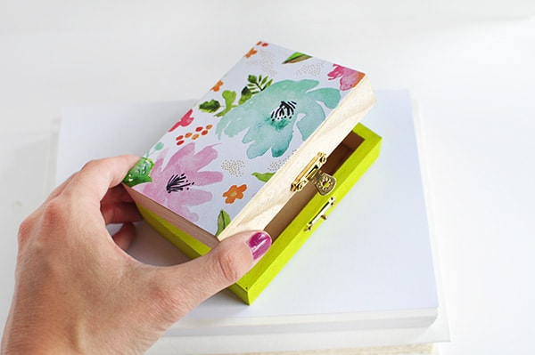 Easy to create DIY Floral Painted Box, Delineate Your Dwelling