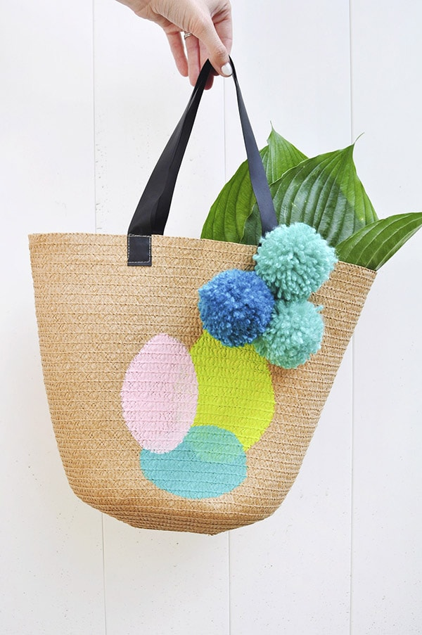 Learn how to create a fun DIY Painted Tote bag to carry around all your goodies this summer. Check out this simple acrylic paint on tote bag technique for a quick craft project. Delineate Your Dwelling #painttote #paintedbag