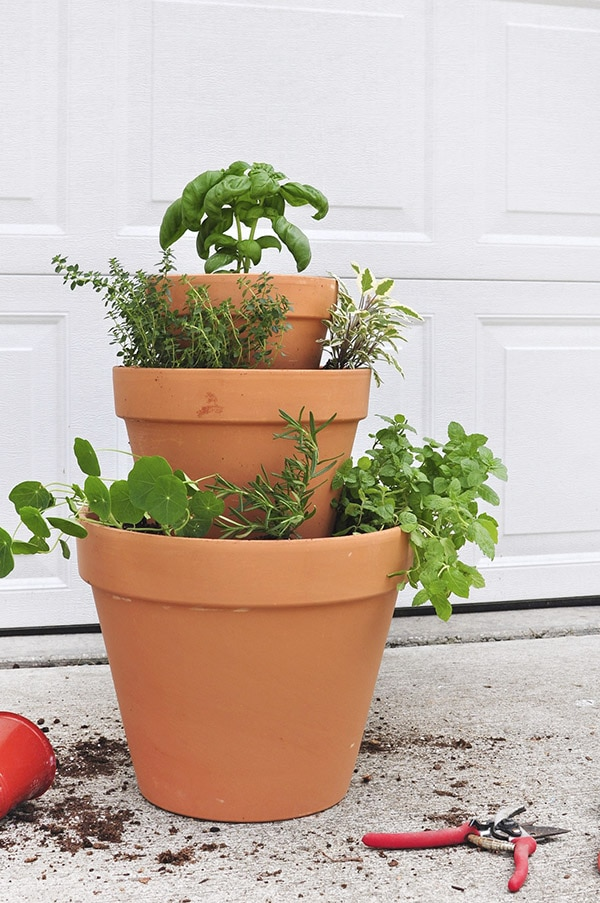 DIY Stacked Herb Garden, Delineate Your Dwelling