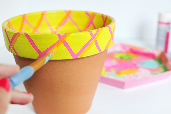How to Grow a Pineapple paint steps, painted terra cotta pot