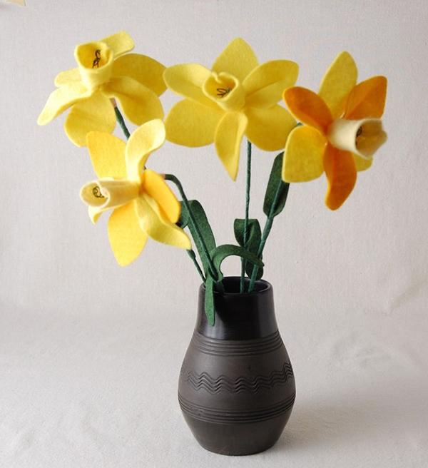 felt daffodillls