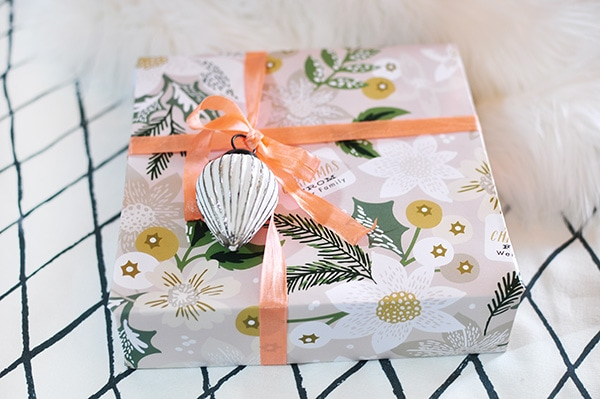 Bringing the Color with Gift Wrap this holiday! Delineate Your Dwelling