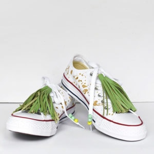 1-DIY-Green-Tassel-Chuck-Taylor-Tennis-Shoes