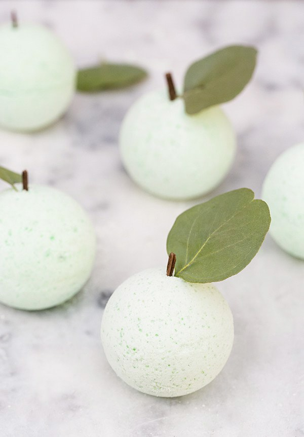 diy_green_apple_bath_bombs_sugar_and_charm_4-2-1