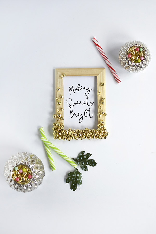 Fun to craft Holiday Jingle Bell Frames, Delineate Your Dwelling #christmascraft #jinglebells