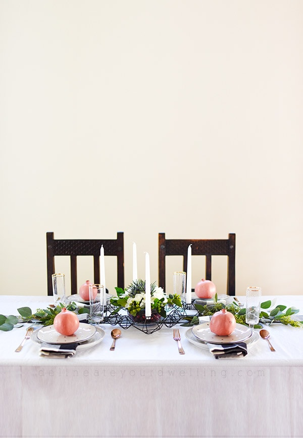 Minimal Thanksgiving Table in subtle black white green and pink / coral! Easy to create yourself. Delineate Your Dwelling