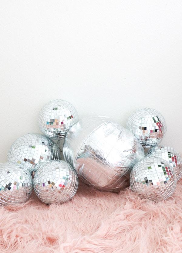 discoballpillow-white