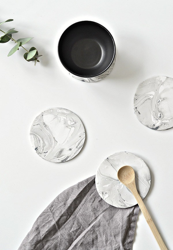 faux-marble-coasters-diy-white