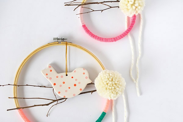 Embroidery Hoop Wreaths for Spring time! Easy to make and so fun to customize to your perfect colors! Delineate Your Dwelling