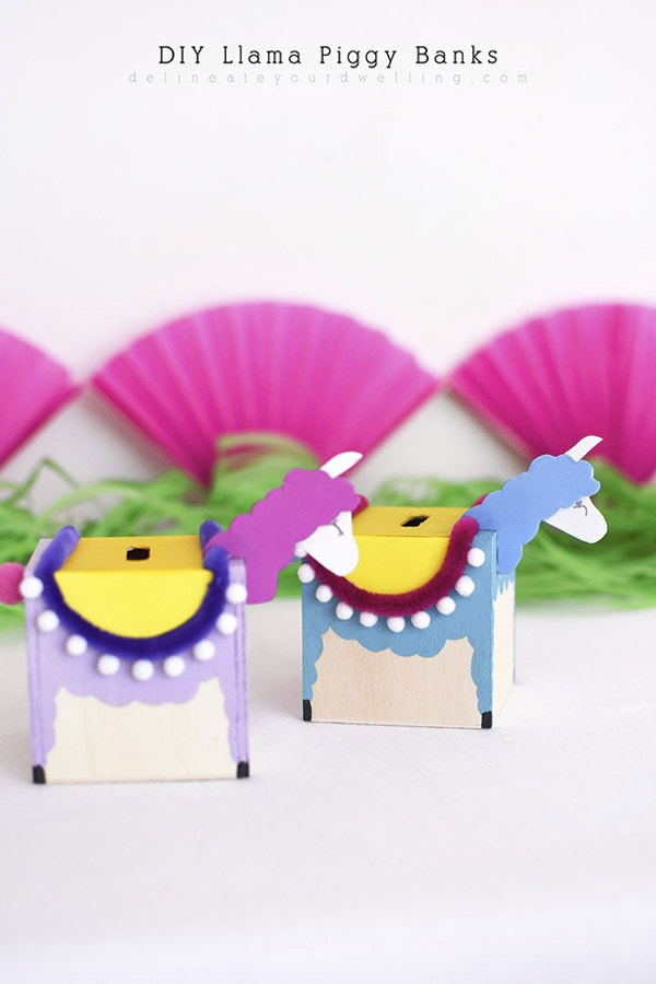 Such fun to make craft : DIY Llama Piggy Banks to save up all that spare change! Delineate Your Dwelling
