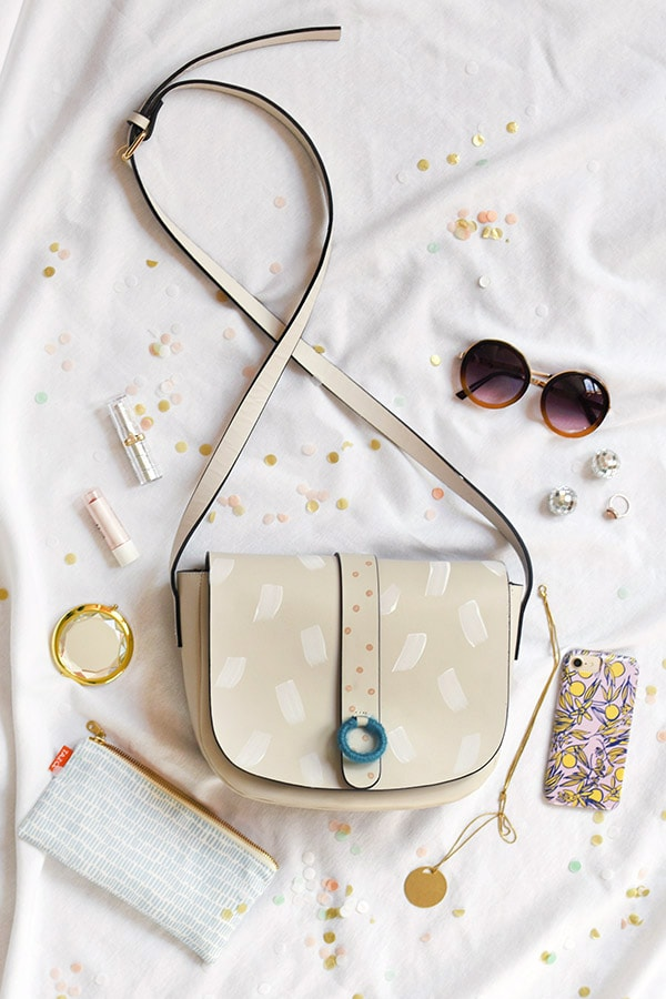 Simple Craft project, Painted Dash Purse DIY! Perfect for giving your old purse a new life. Delineate Your Dwelling