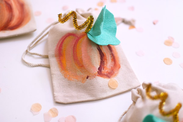 Fun and Creative DIY Painted Pumpkin Bags for holding your Halloween Treats! Delineate Your Dwelling