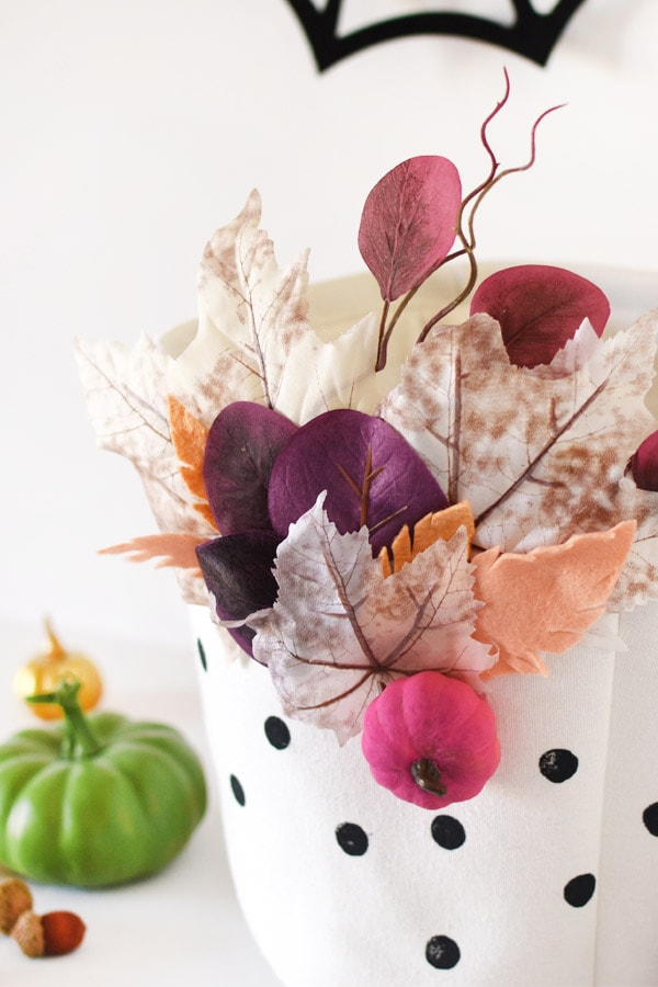 How to make DIY Colorful Fall Basket! A great solution to holding all your Halloween Candy! Delineate Your Dwelling #halloweencandybasket #fallbasket #fallcraft