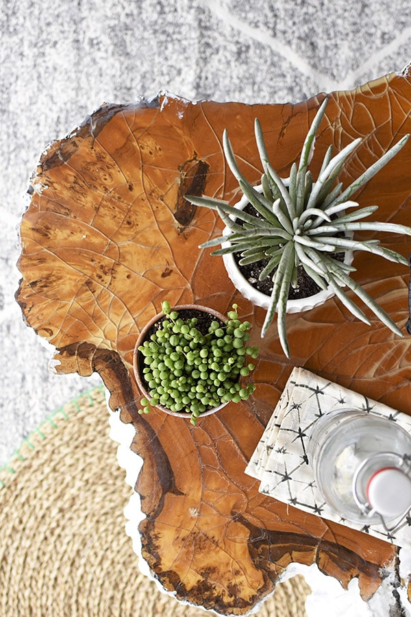 Easy Back Patio refresh, Tree Stump table, String of Pearls - Easy Back Patio refresh, Check out 5 simple tips for updating your outdoor space. Learn how to get your concrete patio summer ready in no time at all! Delineate Your Dwelling #patioideas #patiodecoratingideas