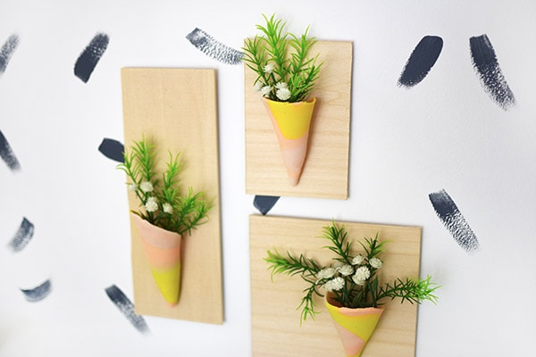 Inspired by NBC's hit 'Making It' show, check out how to create this modern Clay Vase Wall Hangings using polymer clay and a few other supplies.  Check out what my fellow bloggers made with their clay! Delineate Your Dwelling #claycraft #claywalldecor