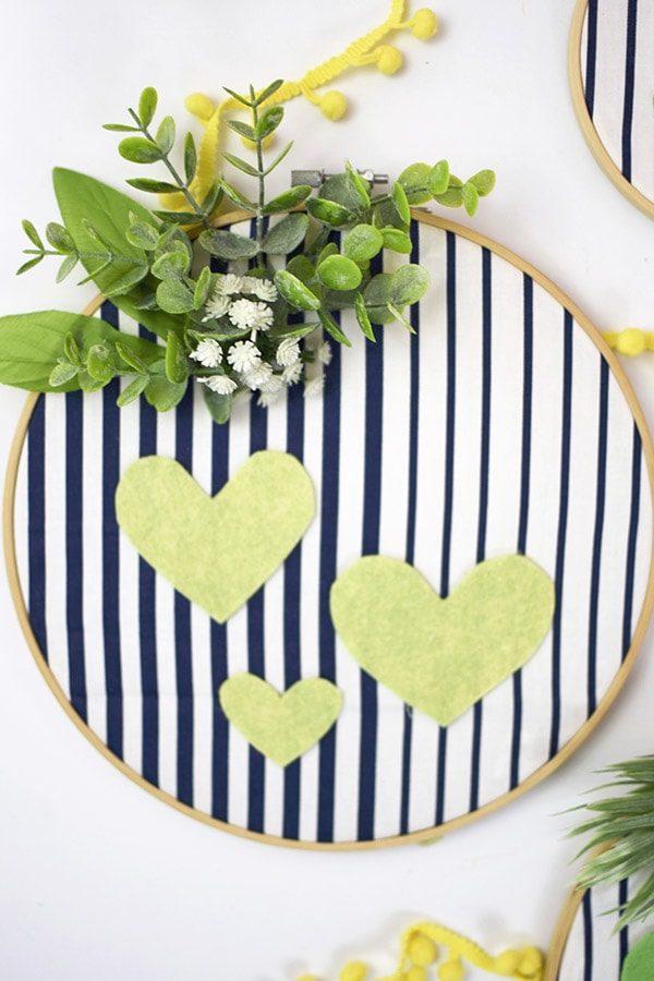 Learn to create Non Pink Valentine's Day Embroidery Hoop Wall Decor! Delineate Your Dwelling #valentinesdaydecor #embroideryhoopcraft