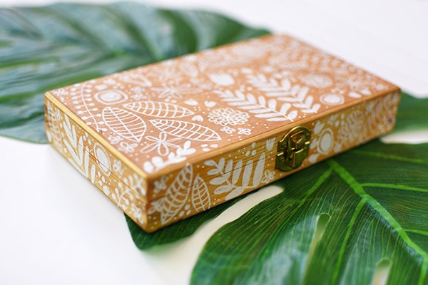 Painted Floral Wooden Box. Delineate Your Dwelling #paintedbox #paintedboxes #flowerbox