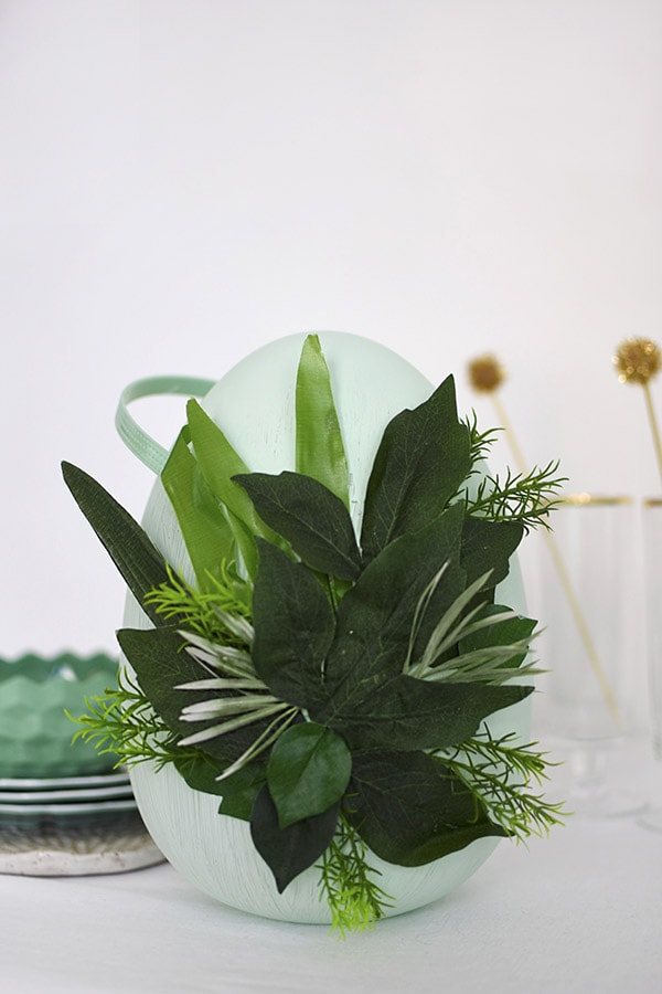 DIY a Greenery Easter Egg Decor centerpiece for your table, Delineate Your Dwelling #eastereggdecor #springegg #greenegg