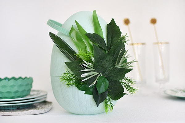 Make a green Easter Egg Decor, Delineate Your Dwelling #eastereggdecor #springegg #greenegg