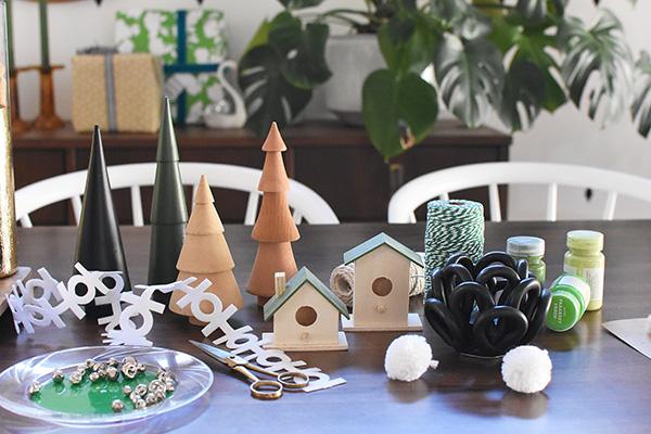 Festive Holiday Table Decor