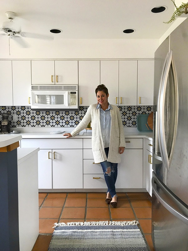 See how to use Removable Wallpaper - Learn how to do a budget friendly kitchen makeover for under $300 with five design tips!  These inexpensive kitchen design ideas will completely transform your space in no time at all. Delineate Your Dwelling #kitchenupdate #budgetfriendlykitchen
