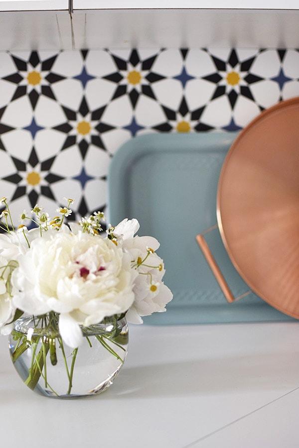 Kitchen Update Removable Wallpaper - Delineate Your Dwelling #kitchenupdate #budgetfriendlykitchen
