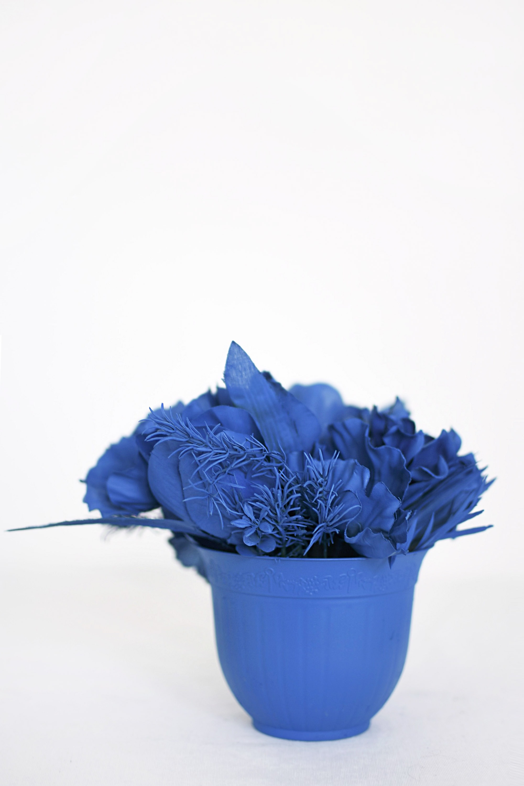 Create bright blue Monochrome Flower Bouquet Displays. Delineate Your Dwelling #monochromatic #blueart