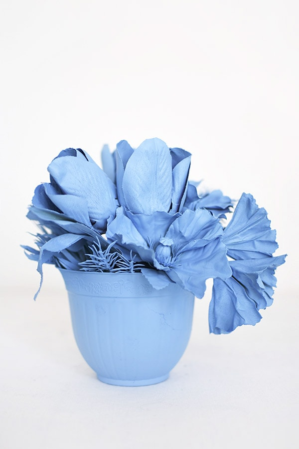 Create cheerful sky blue Monochrome Flower Bouquet Displays. Delineate Your Dwelling #monochromatic #blueart