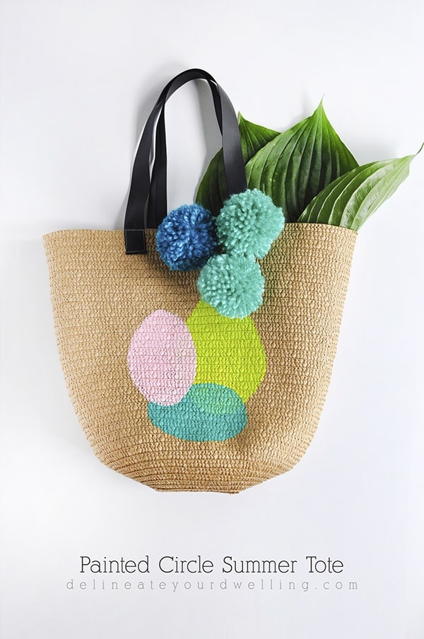 Learn how to make a DIY Circle Painted Tote bag to carry around all your goodies this summer. Find out what supplies are best to use and how to apply acrylic paint to totes. Delineate Your Dwelling #summertote #paintedtote